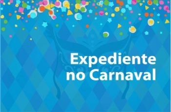 """Card em cor azul com confetes e serpentinas coloridas, com a inscrição """"Expediente no Carnaval"""""""