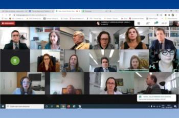 Fotografia da videoconferência em tela de computador, com imagens de magistrados participando de casa