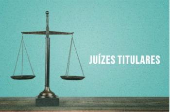 """Imagem da balança do direito e, ao lado, a inscrição """"Juízes titulares"""""""
