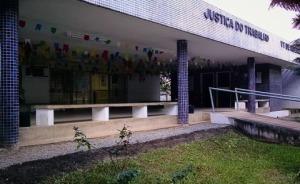 Fotografia da fachada da 1ª Vara do Trabalho de Ribeirão