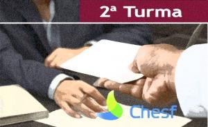 """Ilustração de uma pessoa entregando um documento a outra. Também traz os textos """"2ª Turma"""" e """"Chesf"""""""