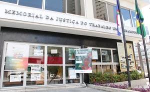 Fotografia da fachada do prédio do Memorial da Justiça do Trabalho em Pernambuco