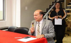 Fotografia do presidente Ivan discursando