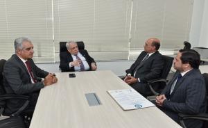 Diretores reunidos à mesa