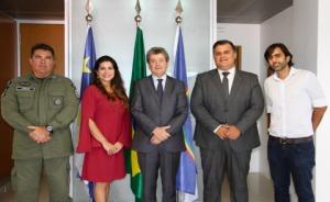 Presidente do TRT6 com representantes das instituições beneficiadas com as doações