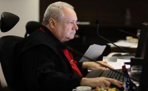 Desembargador Milton Gouveia atuando em sessão colegiada